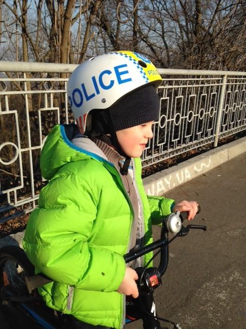 детский шлем kiddimoto