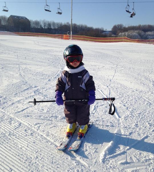 на лыжи в 2 года